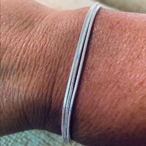 🆕 Soo pretty!  Sterling Snake Chain Bracelet 🆕
